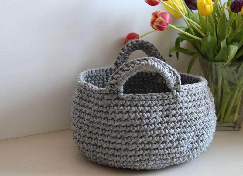 grauer h kelkorb aus textilgarn utensilo von 1000gl cksmomente auf diy h keln. Black Bedroom Furniture Sets. Home Design Ideas