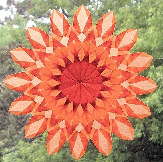 Waldorf window star. The pattern is illuminated when the sun shines through the translucent paper. #harvestmoonbyhand