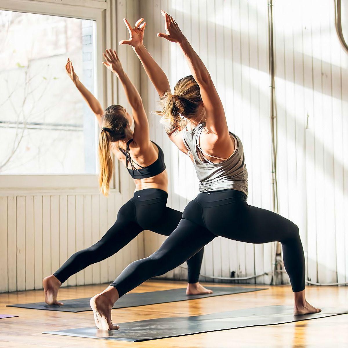 Rester à la maison ne signifie pas que l'on doit arrêter de bouger ! En effet, l'activité physique est indispensable pour rester en forme et bonne santé. C'est aussi un moment de détente qui permet de s'échapper du quotidien. Découvrez comment vous mettre facilement au sport à la maison, avec nos 5 astuces.