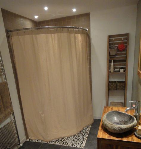paroi de douche italienne d 39 angle avec tringle et rideau de douche en lin galbobain salle de. Black Bedroom Furniture Sets. Home Design Ideas