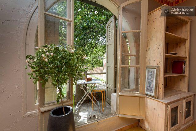 orange walls quaint and quirky ravissant appartement  dans maison in Villeneuve-lès-Avignon