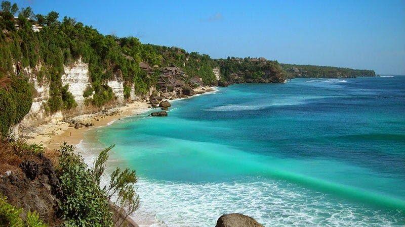 13 Pemandangan Pantai Paling Indah Di Indonesia Pantai Dreamland Bali Fasilitas Harga Tiket Masuk Rute Download 3 Pantai Te Di 2020 Pemandangan Pantai Air Terjun