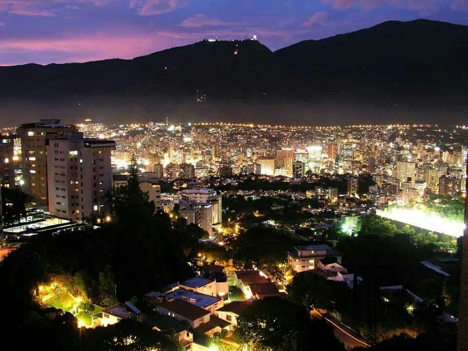 Caracas de noche.  Caracas at night