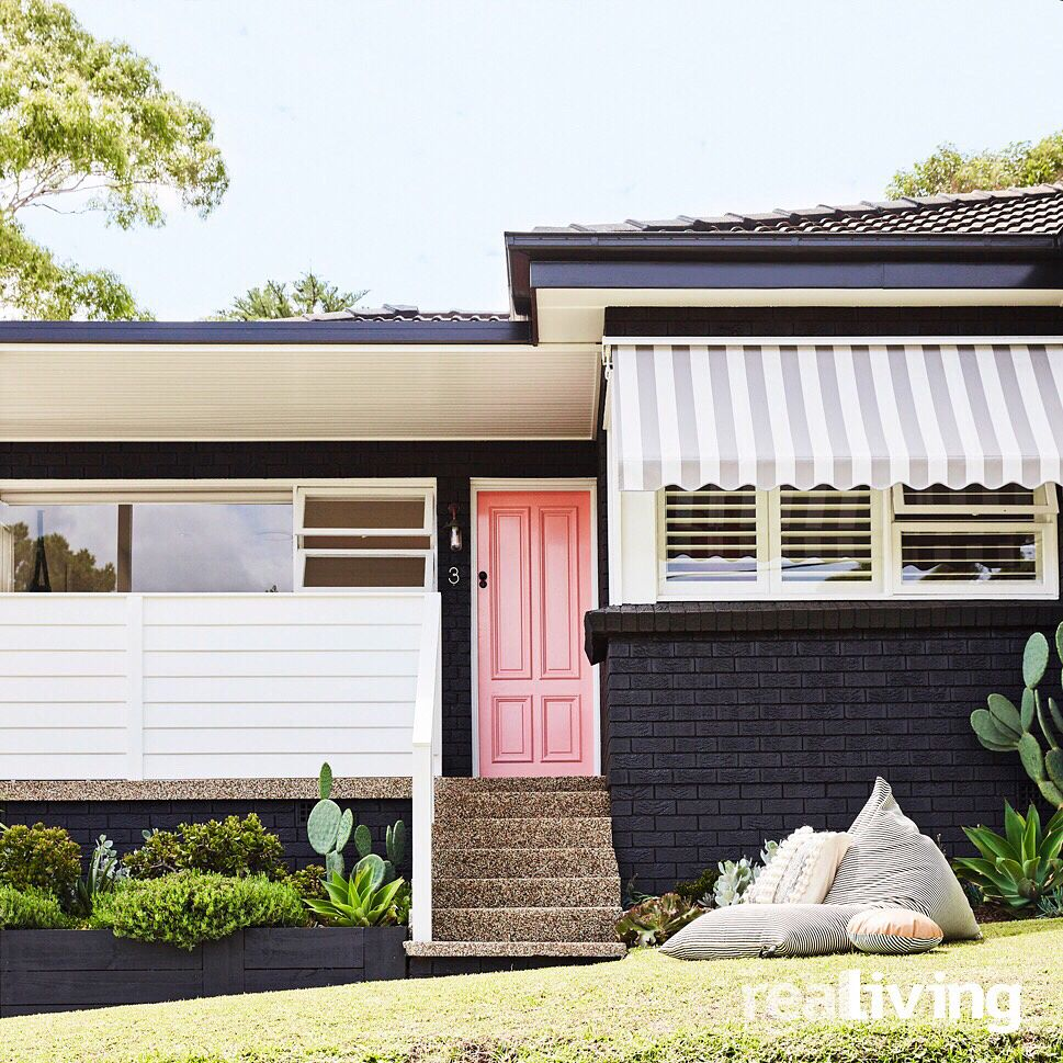 What A Difference Eight Weeks Make Briar Stanley Aka Sunday Collector Transformed Her 1960s Bungalow I Garage Door Design Carriage House Doors House Exterior