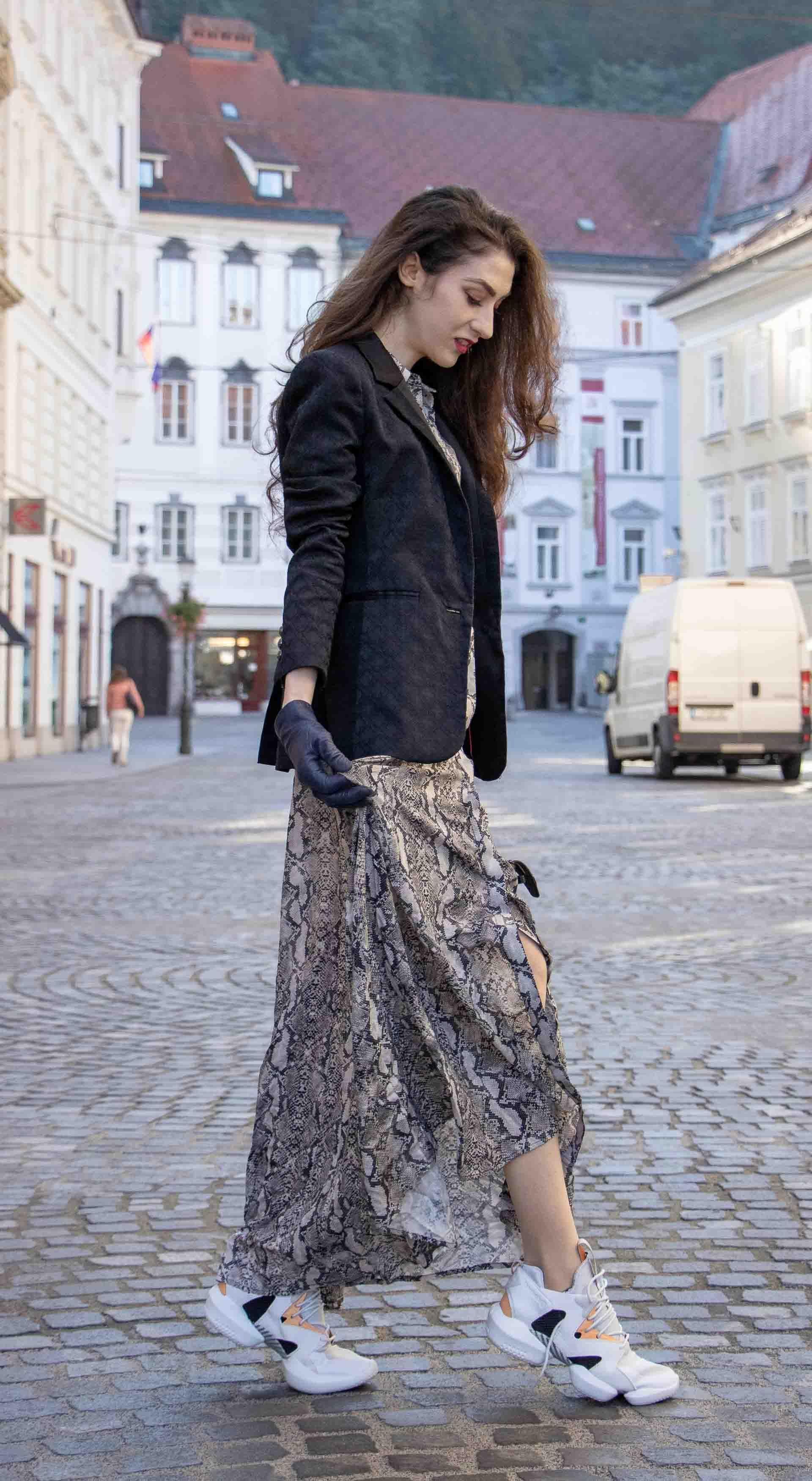 b4dc4d91948 Beautiful Slovenian Fashion Blogger Veronika Lipar of Brunette from Wall  wearing Zara snake print dress with black boyfriend blazer