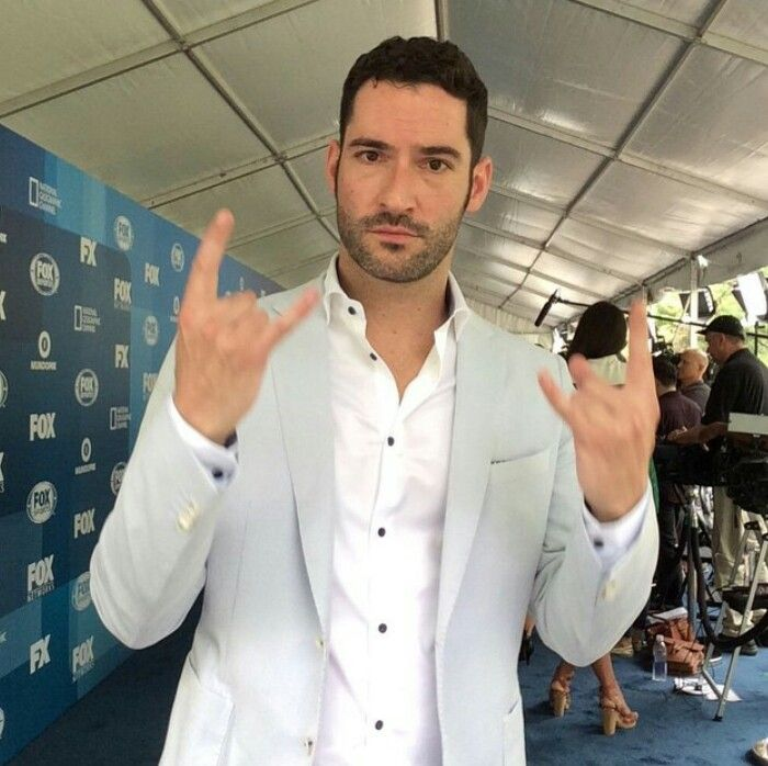 Watched Lucifer From Fox S1e1: Off To Be The Wizard. Devil Making Devil Horns = Redundant