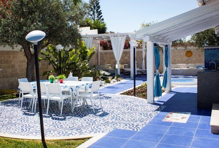 mediterrane terrassengestaltung in blau und weiß gehalten | wohnen, Terrassen ideen