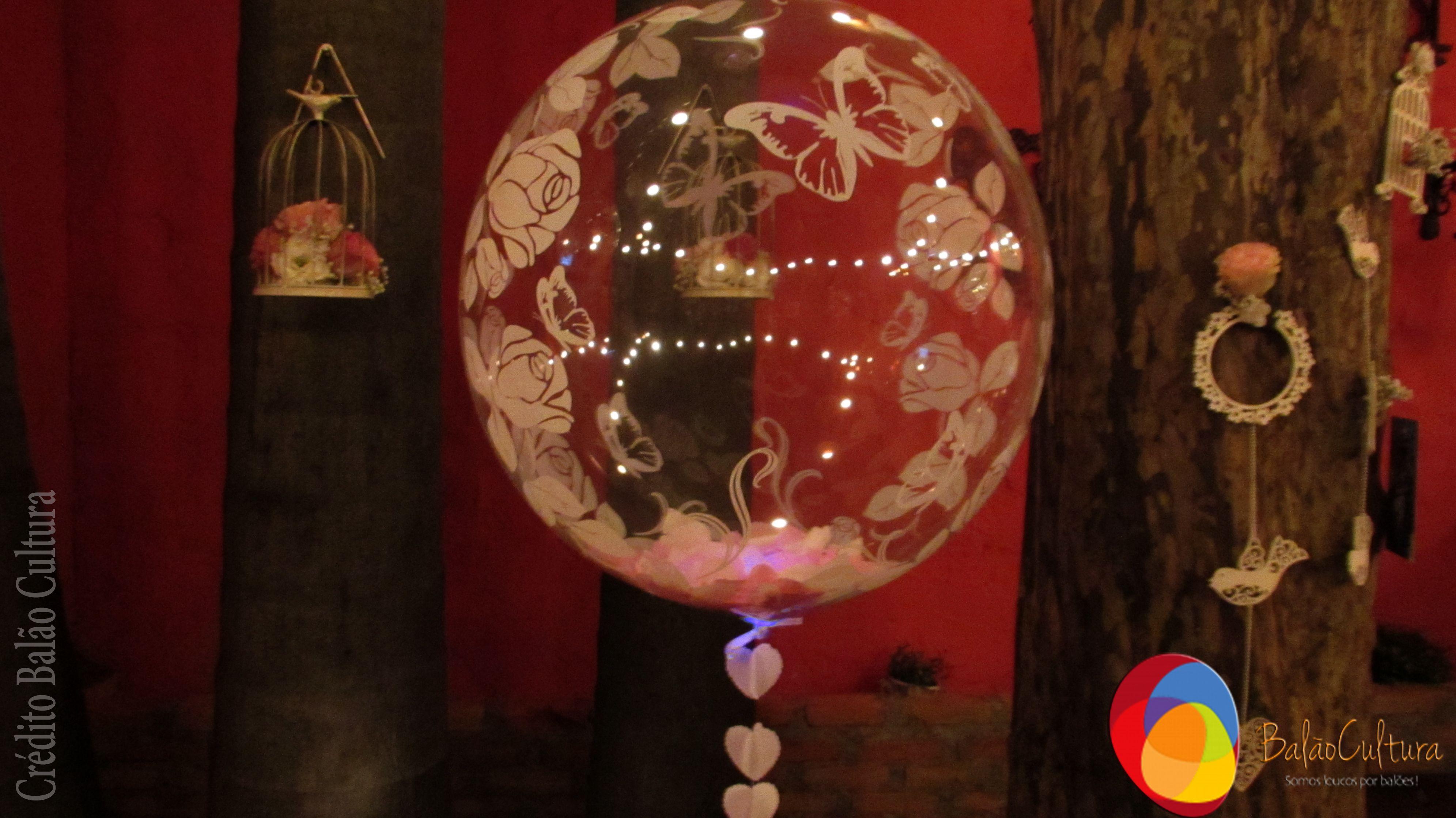 No Espaco Externo Foram Colocados Baloes Bubble Flores E