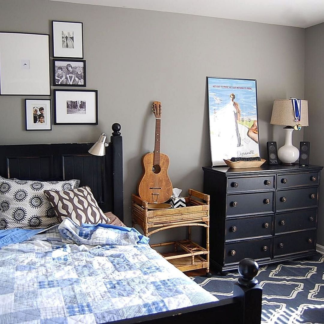 25 Cool And Cozy Teenage Boy Bedroom Ideas For Your Beloved Son Boy Room Paint Teenager Bedroom Boy Traditional Bedroom Furniture