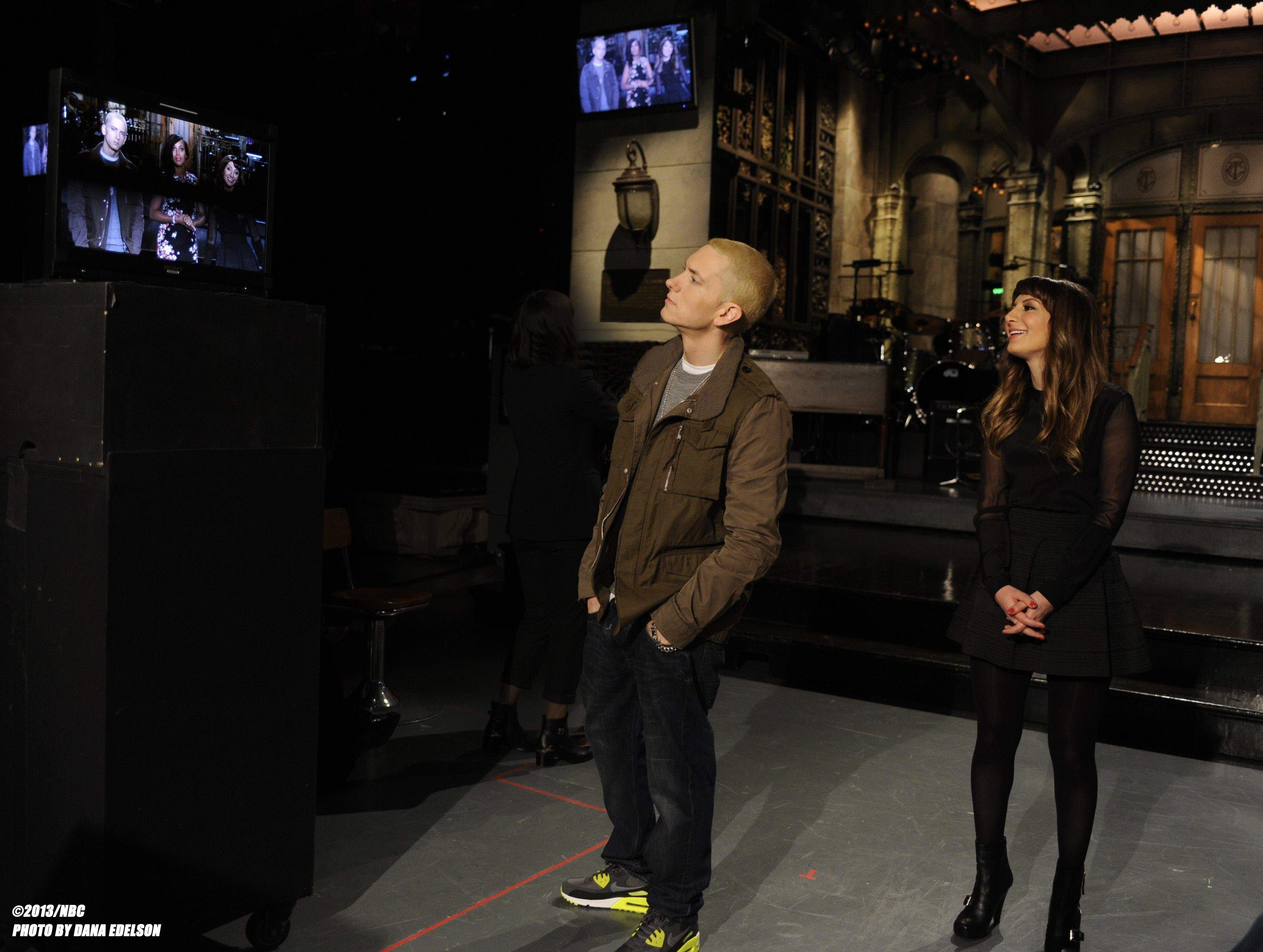 Musical Guest Eminem And Snl S Nasim Pedrad Check The Monitors While Filming Promos On Thursday Eminem Best Rapper Alive Slim Shady