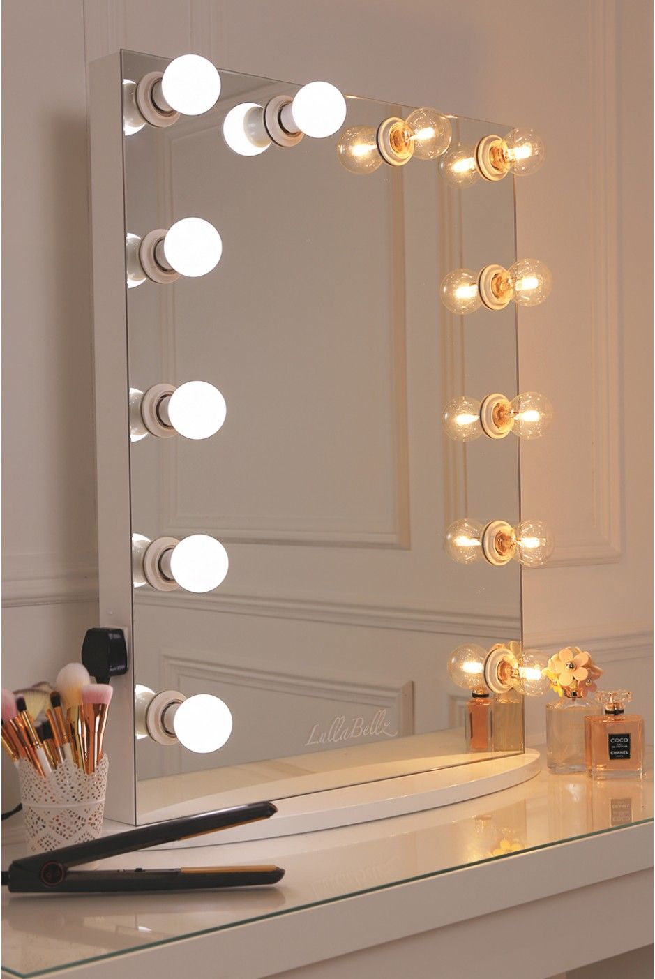 vanity mirror with a pure white finish framed with 12 led golf size light bu. Black Bedroom Furniture Sets. Home Design Ideas