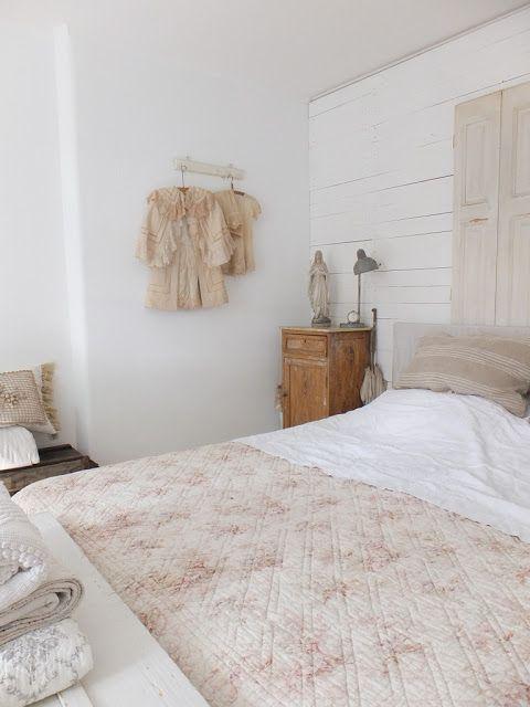 Pin von Lisa Walker auf Bedrooms Pinterest Kuschelkissen, alte - schlafzimmer im landhausstil