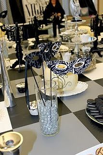 masquerade table decoration which turns to prop for those that dont rh pinterest com masquerade ball party centerpieces