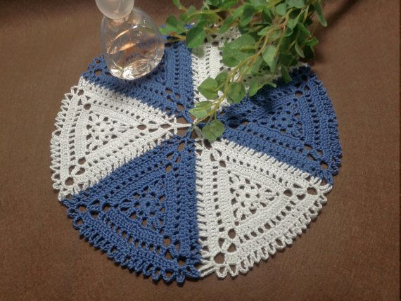 Doily Bicolor Triangle motif Crocheted Round / by YuminaCafe, ¥2500