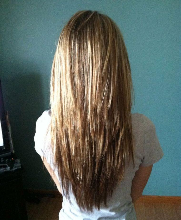 Une coupe en dégradé avec cheveux lisses. Dégradé