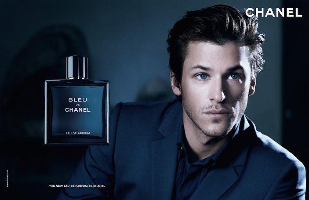 L attore Gaspard Ulliel recita per lo spot pubblicitario del profumo  maschile Bleu di Chanel 3f49c9e4658