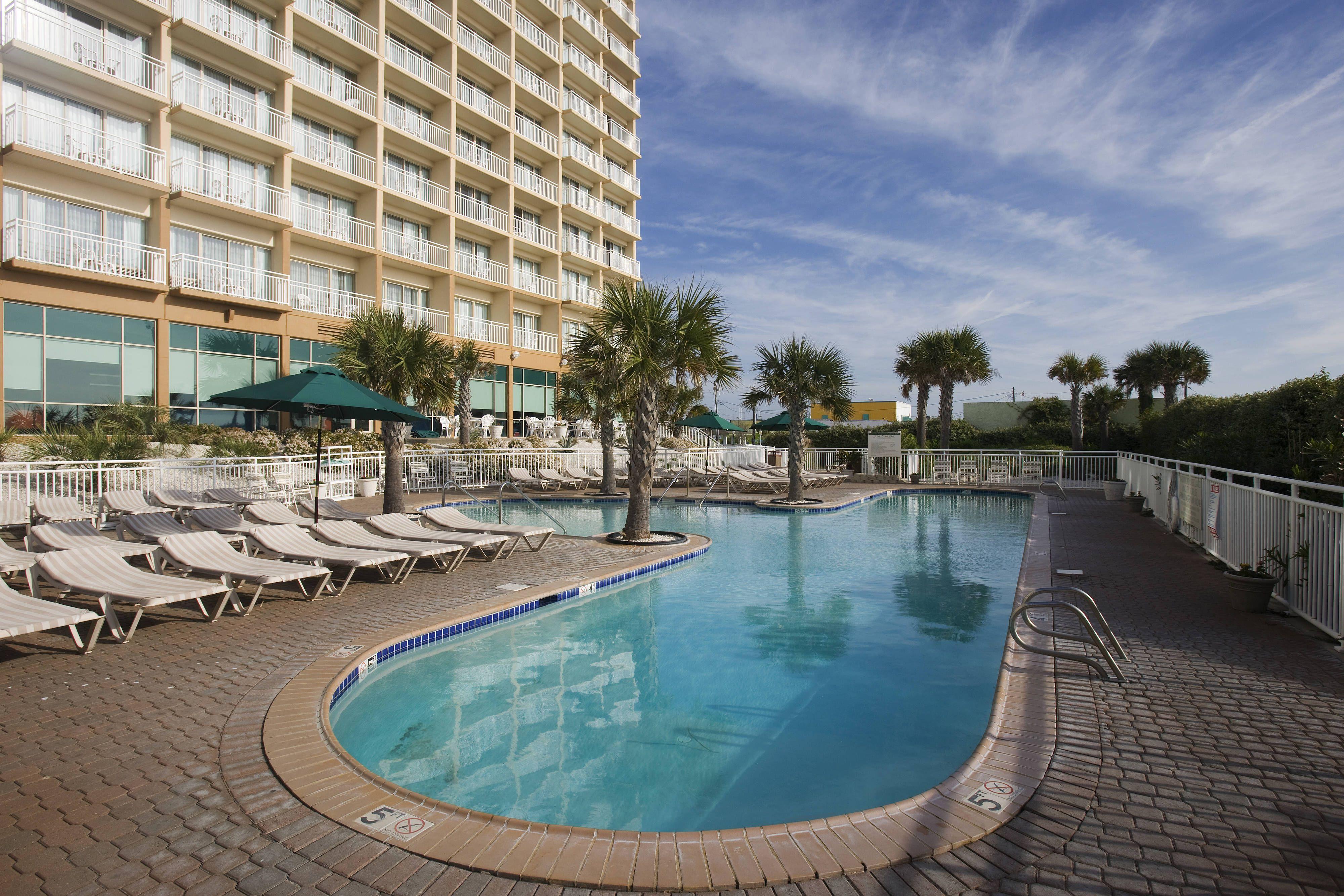 Courtyard Carolina Beach Oceanfront Outdoor Pool Rooms Hotel Enjoy Carolina Beach Hotels Oceanfront Carolina Beach