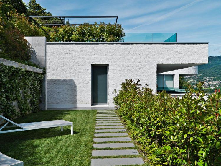Garten Modern Gestalten Fassade-Weiss-Haus-Design-Chaiselonge