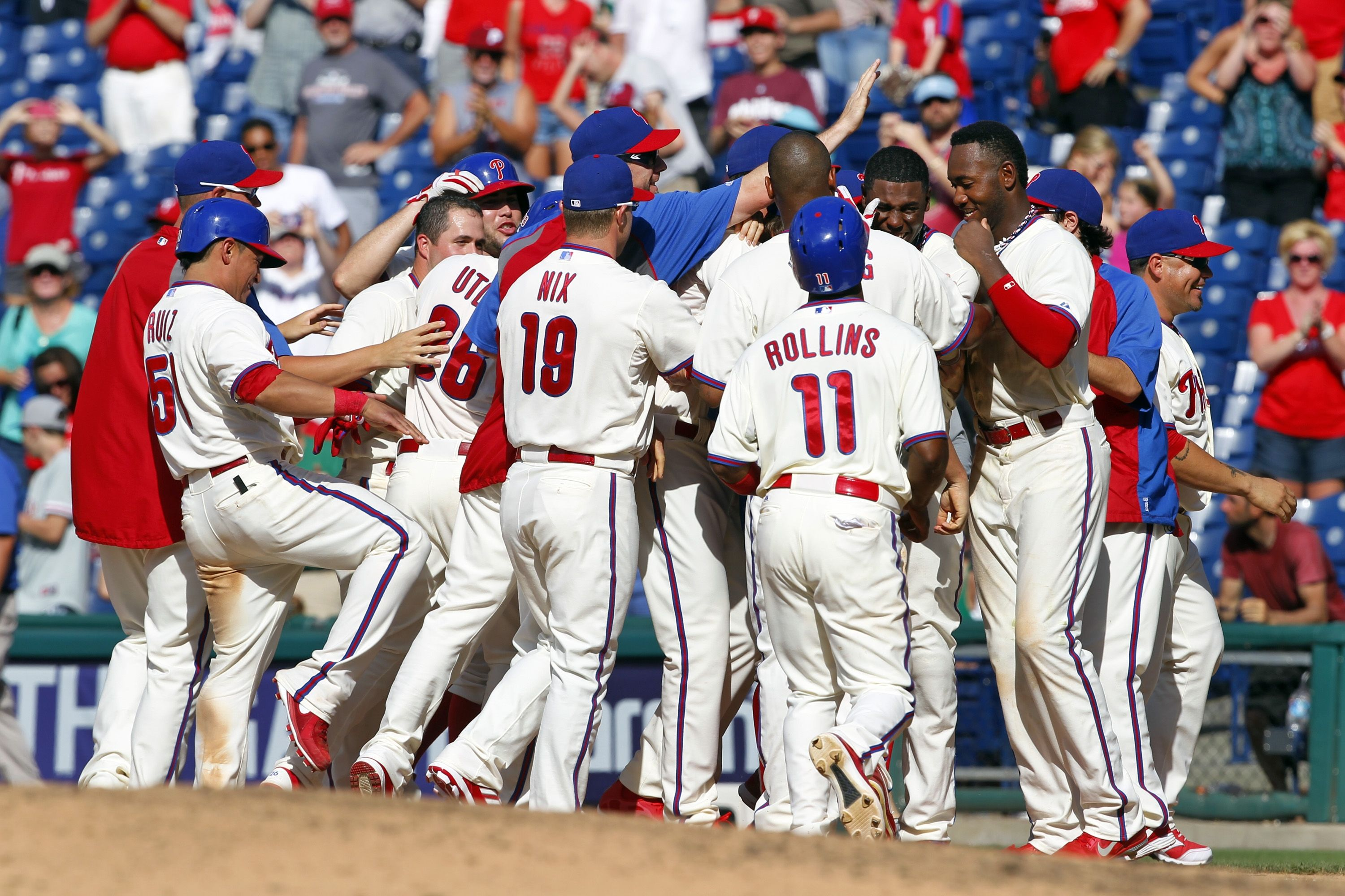 John Mayberry Jr Hit A Walk Off Single In The 10th Inning Of The Phillies 4 3 Win Over The White Sox To Brin Phillies Philadelphia Phillies Chicago White Sox