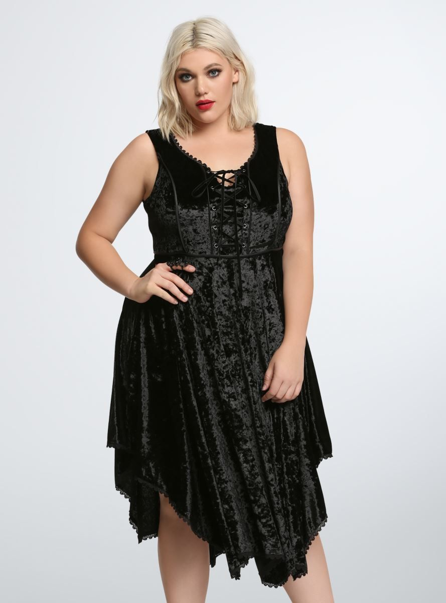 A Dress That Stevie Nicks Would Totally Approve Of This Is One Betwitchin Look The Crushed Black Velvet Dress Has Crochet Lace Trim A Lace Atuendos Terciopelo [ 1200 x 889 Pixel ]