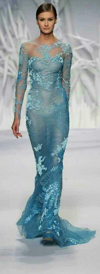 Alta Costura     jaglady           Precioso vestido de alta costura en azul turquesa, donde la transparencia tambien forma parte de la creacion