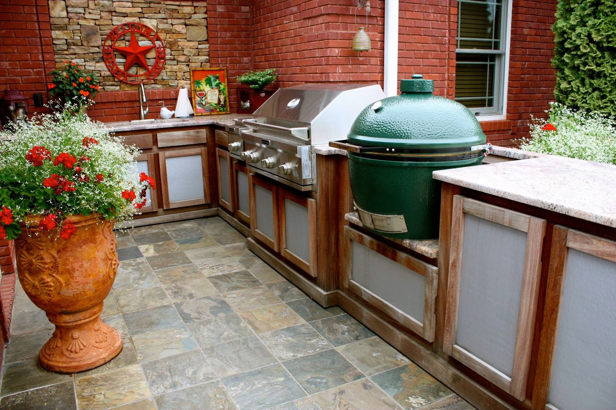 Picture of L Shaped Island with Stainless Grill and Big Green Egg