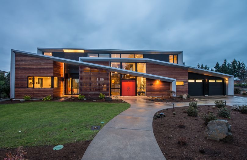 Modern Two Storey Home With Narrow Roof Lines By Elemental Design Freshome Com Architecture Interior Architecture Design Architecture Exterior