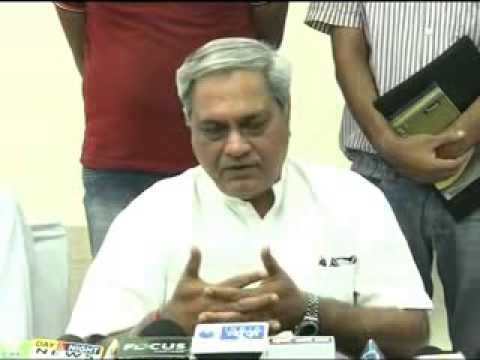 Venod Sharma, a former union minister, addresses media in Hisar. He discussed several points on social issues and basic necessities of Haryana. Watch Venod Sharma video on youtube online.