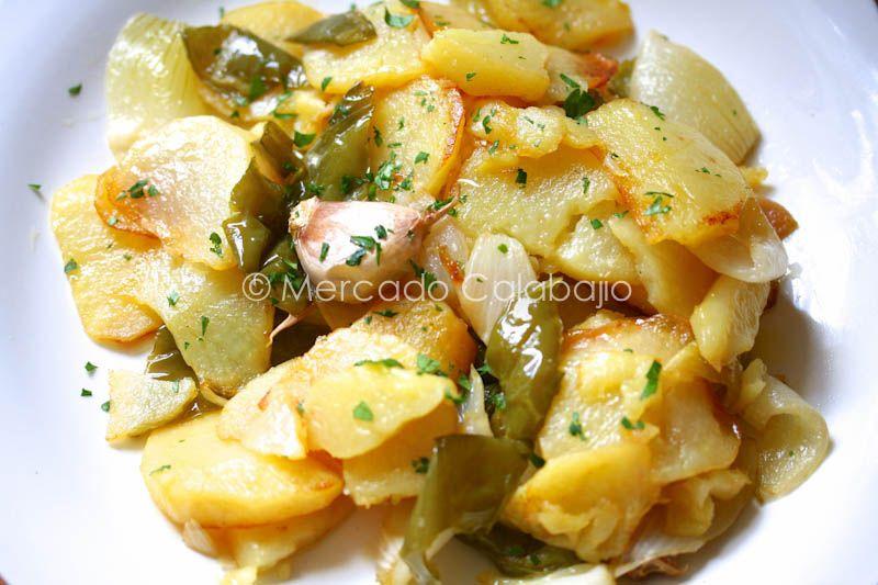 Receta De Patatas A Lo Pobre La Guarnición Con Mayúsculas Recetas Con Patatas Platos De Patatas Recetas Vegetarianas