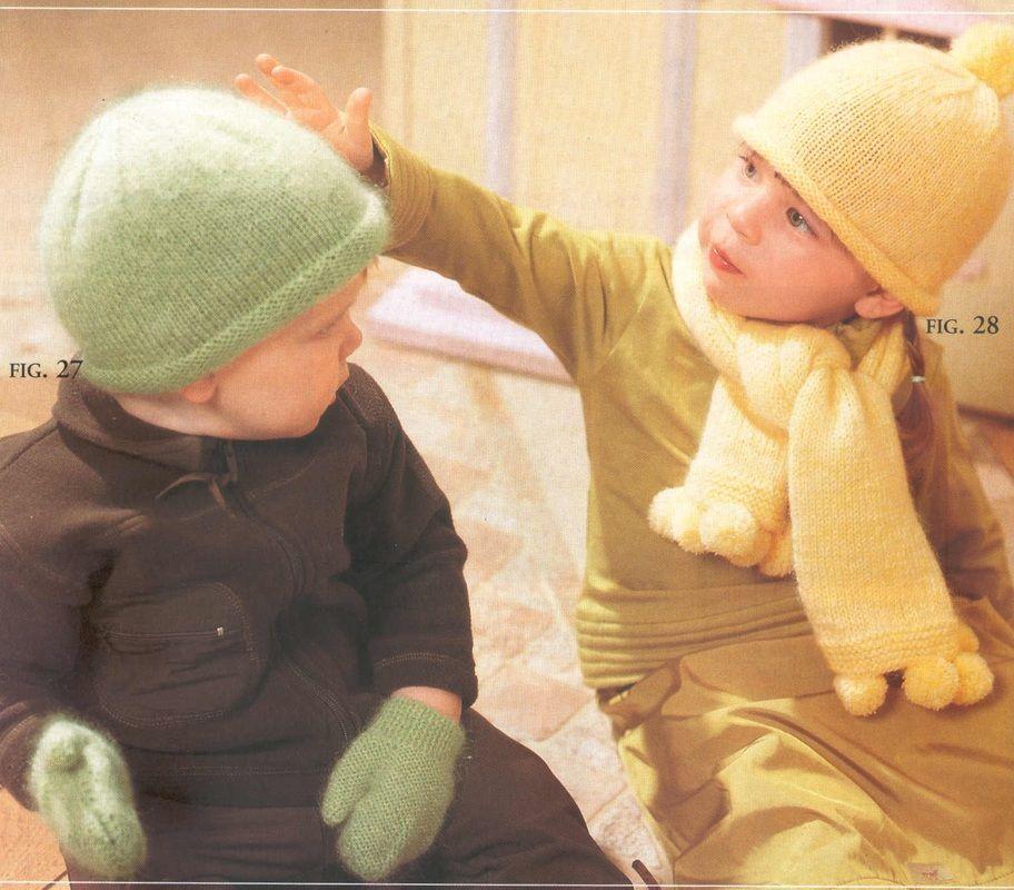 Cappellino semplice e sciarpa pompom