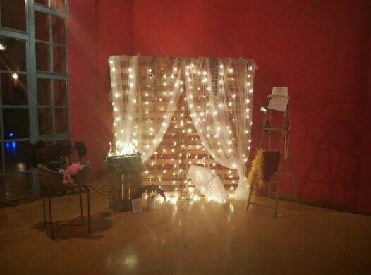 Photocall con cortina de luces boda burlesca y mascaras for Cortinas con luces