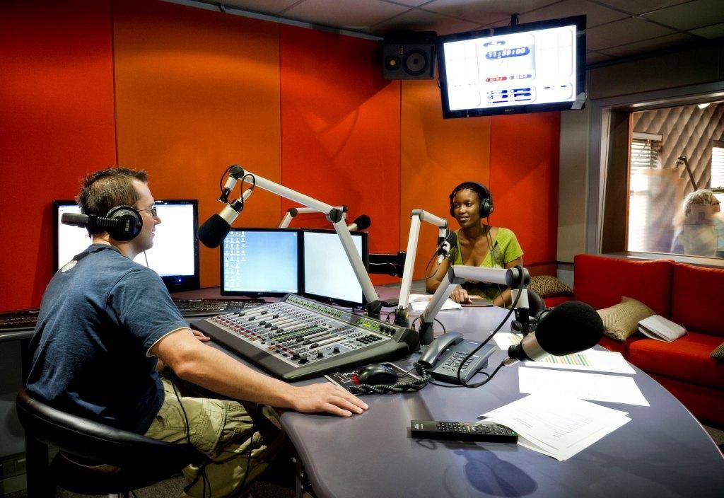 Radio Heads Studio Cabina De Radio Cabinas Escritorio Para Computadora