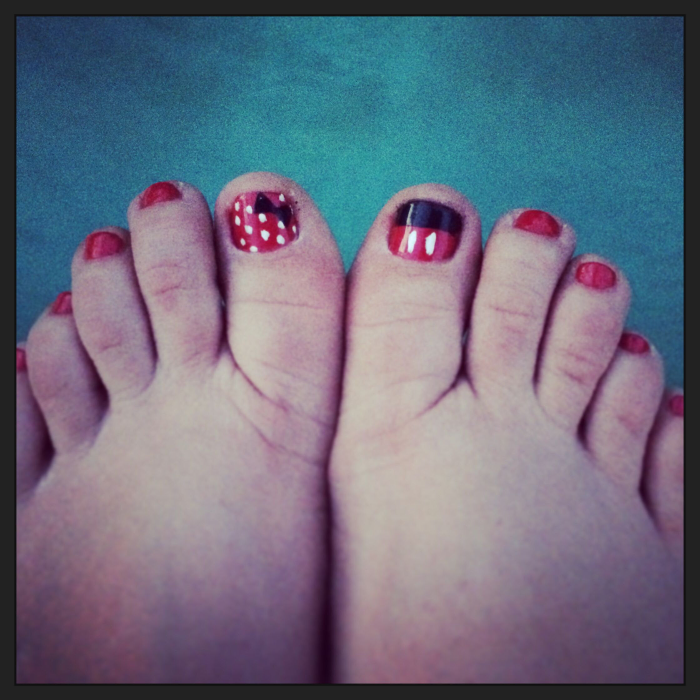 Disney nails - Minnie and Mickey Mouse toes | Toenails | Pinterest