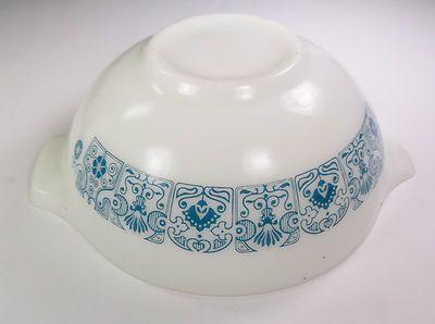 Vintage Pyrex White #443 HOrizon BLue 2.5 QT Mixing Bowl Cinderella