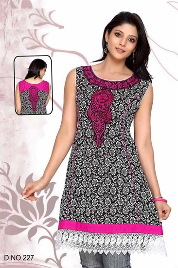 Black and White cotton kurti with Hot pink embroidery on the neckline and white lace on te=he hem of the kurti, there is a motif on the back of the kurti, There are 3/4 seperate sleeves that are not attached.   £29.99