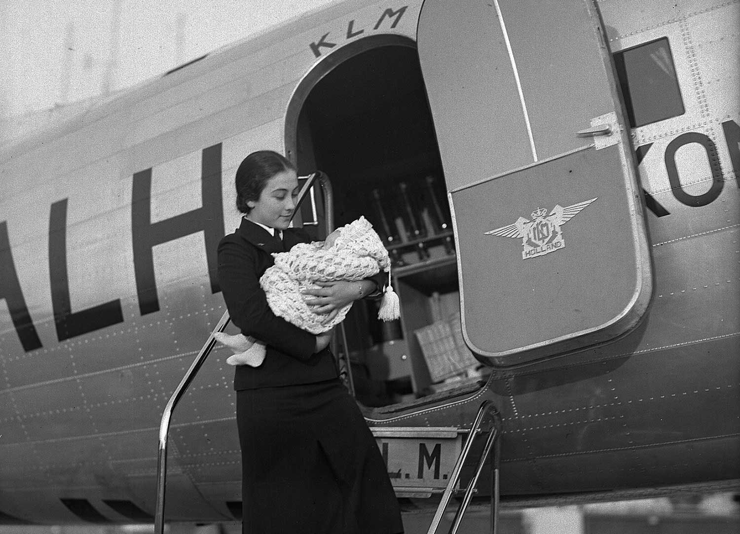 Klm Stewardess Early 1940 S With Infant Timers Vintage Airplanes Stewardess