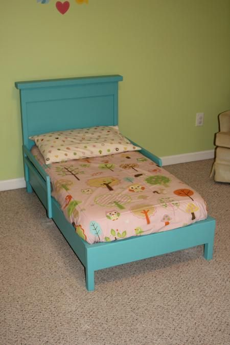 Traditional Toddler Bed With Rustic Headboard Do It Yourself Home