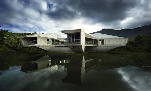 futuristic // concrete house // architecture