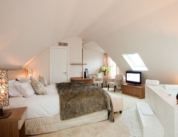 Loft Romantique Urban Pour Deux Avec Jacuzzi Et Lit King Size Bordeaux Jacuzzi Chambre Jacuzzi Privatif Loft Urbain