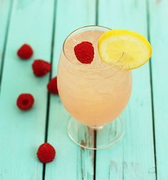 Raspberry Lemonade Cocktail #raspberryvodka