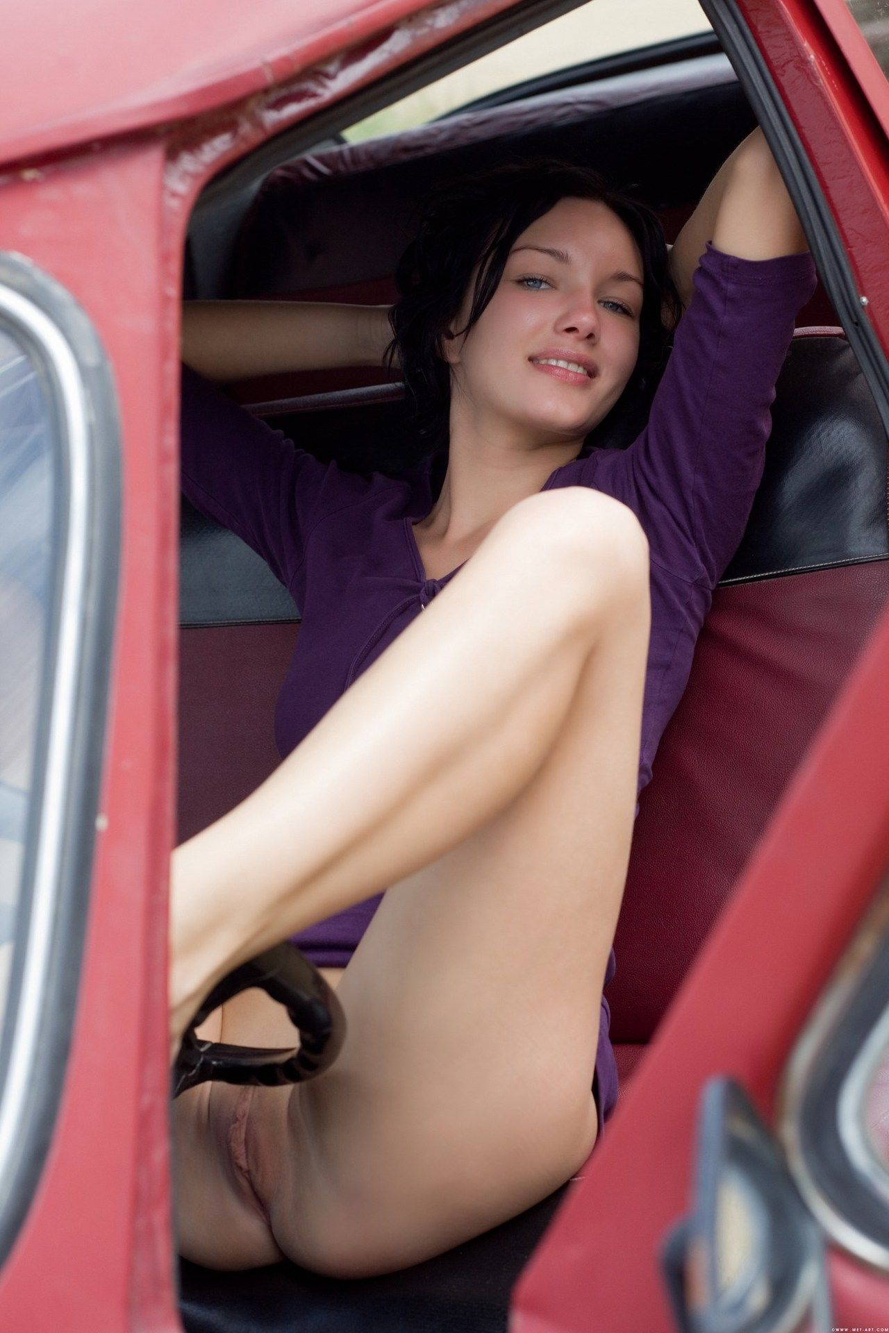 Pantyless girl
