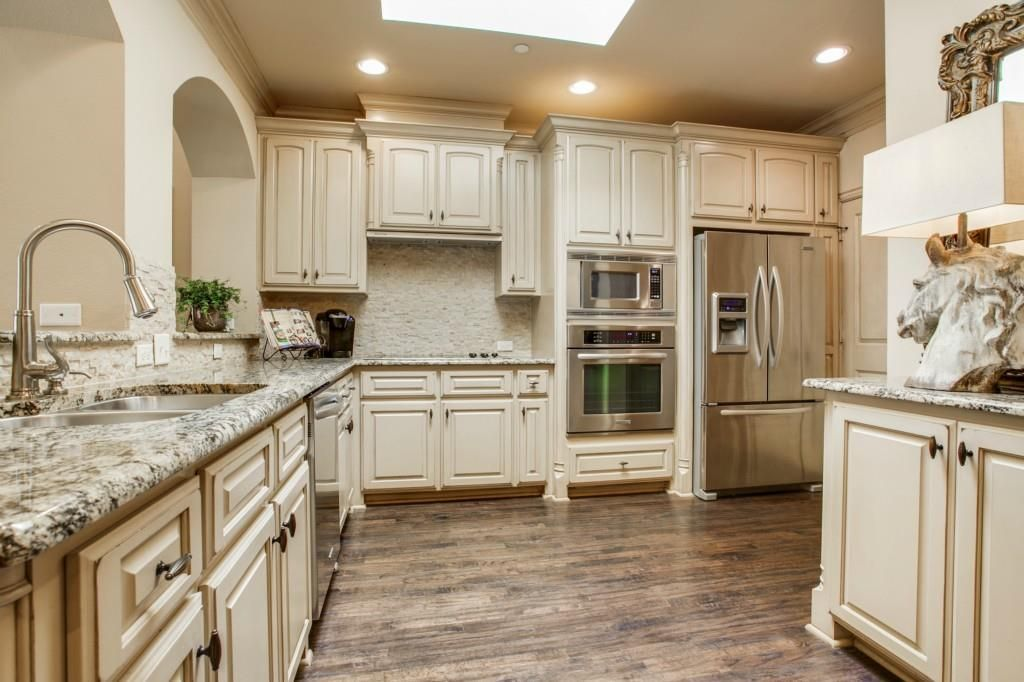 Light And Neutral Kitchen Color Scheme With Granite Stainless