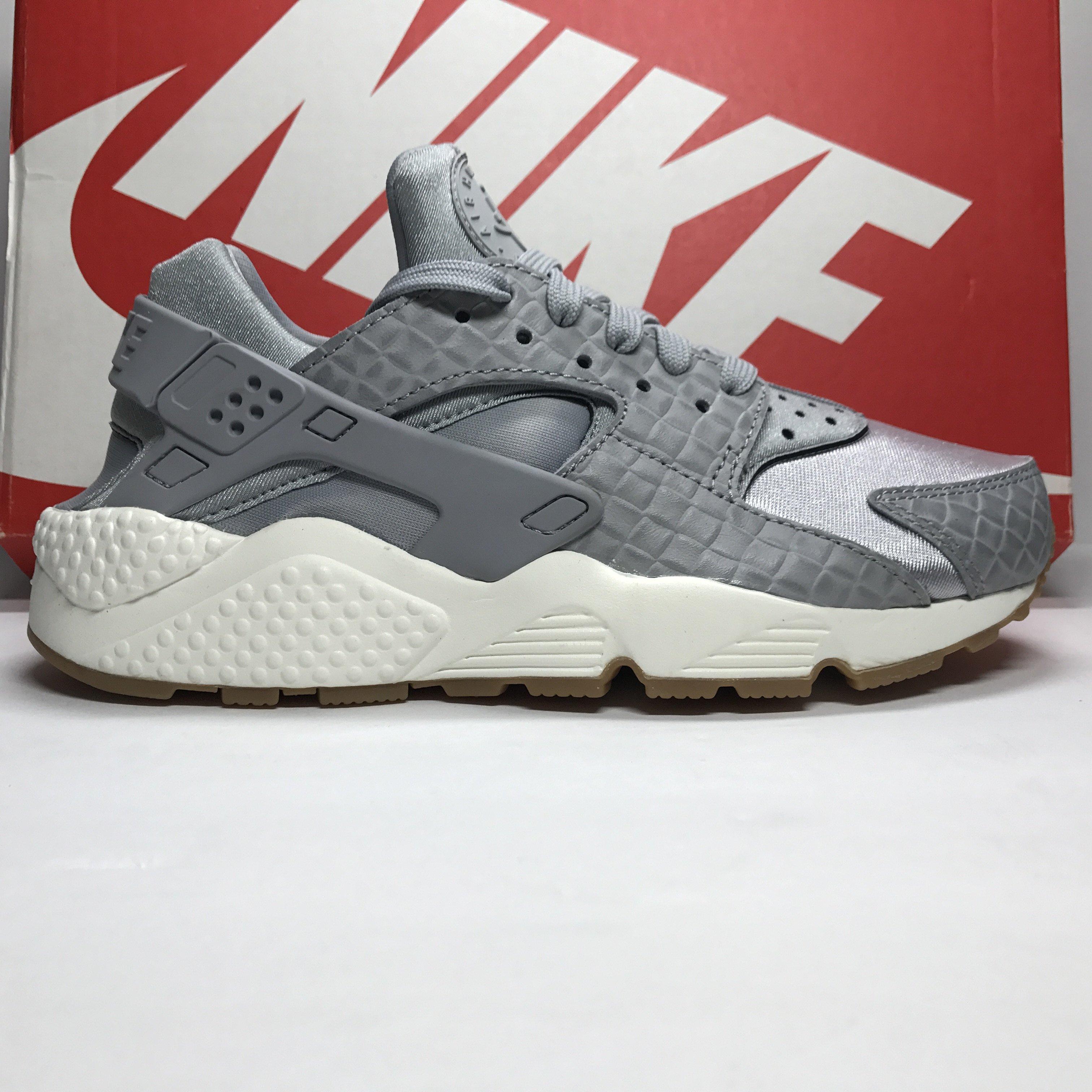 9c0bee15bfb0a DS Women s Nike Air Huarache Run Premium Wolf Grey Gum Size 7