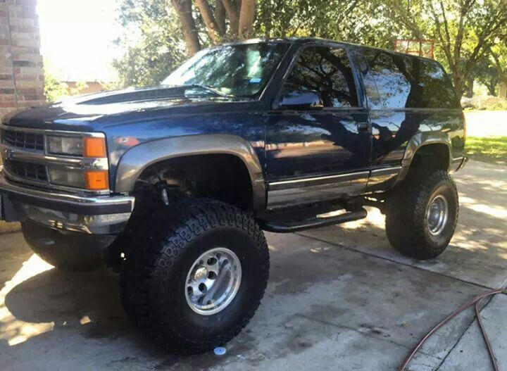 1997 Chevrolet Tahoe 2dr Lifted On 38 S Classic Chevy Trucks Gmc Vehicles Chevy Tahoe