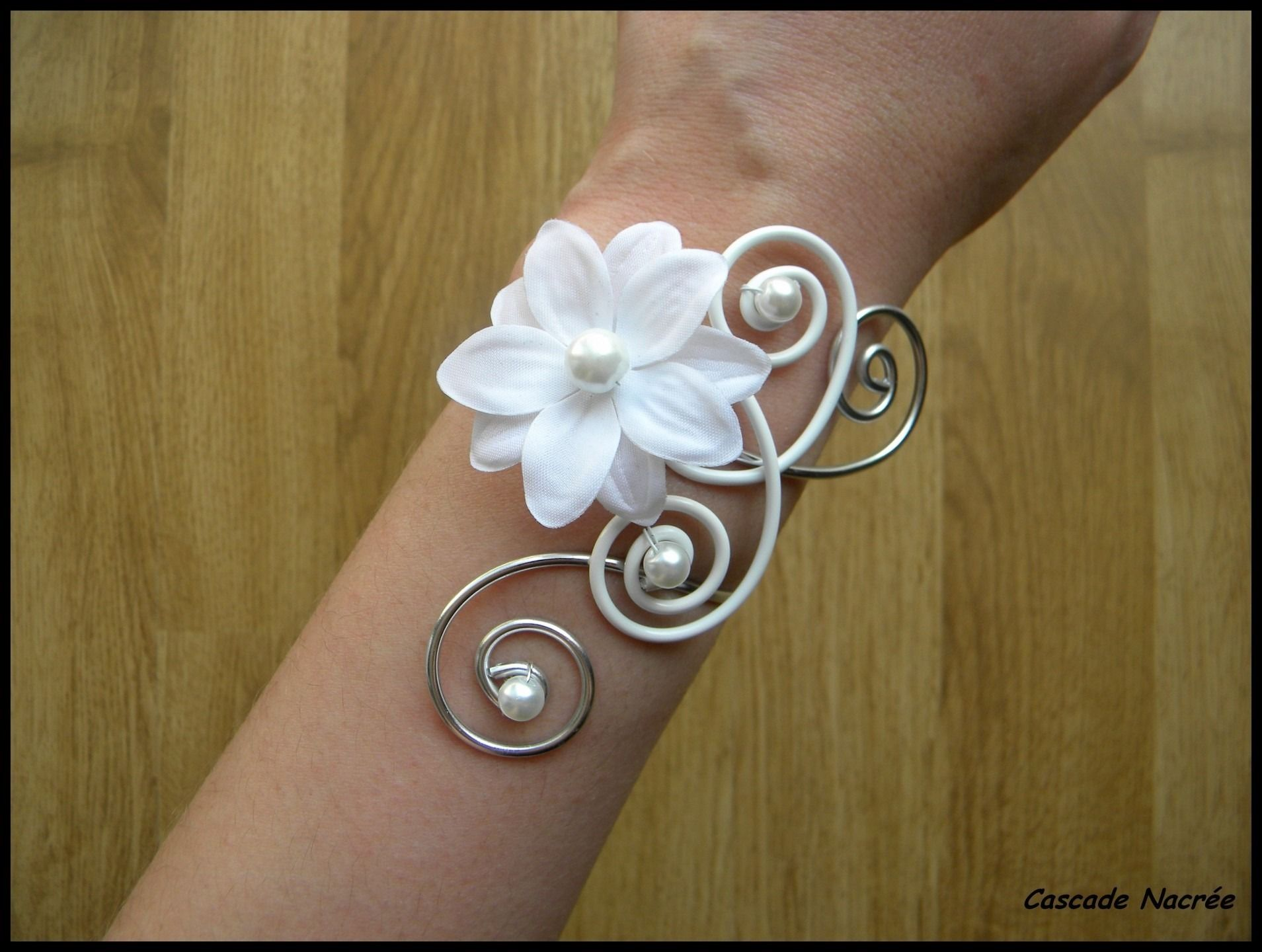 O celine collier mariage bijou fleur satin blanc for Collier fleur mariage