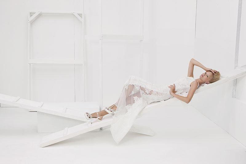 Collezione Vision 2014 - Elisabetta Polignano: abito bianco con pizzo e ricami #wedding #weddingdress #weddinggown #abitodasposa