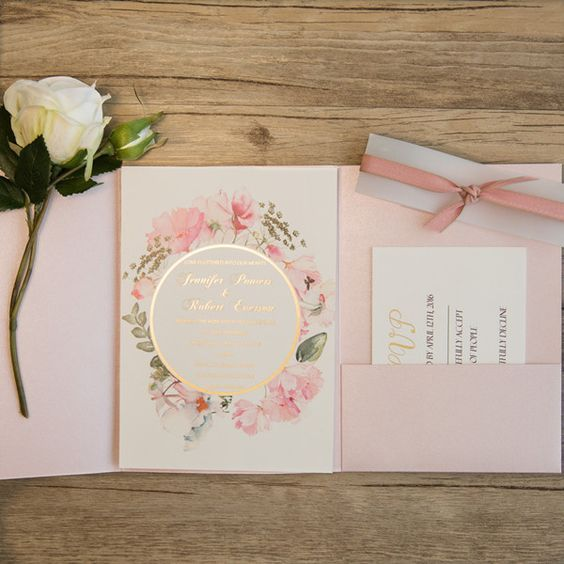 Idee Matrimonio A Tema Romantico Tante Idee Originali Per Le Tue Nozze Inviti Per Matrimonio Matrimoni A Tema Inviti Di Nozze