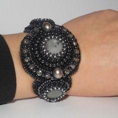 "Bracelet perles brodées ""black grey"" jaspe gris, perles de culture, perles de cristal"