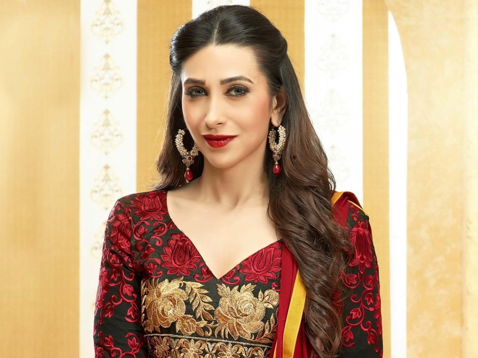Download Karishma Kapoor Wallpapers  Celebrities -8072