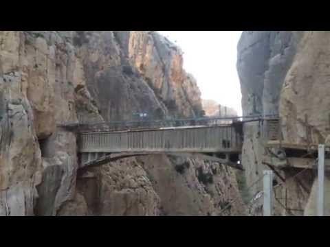 """Camino Del Rey """"Sneak Preview"""" 2015 - YouTube. Como se puede apreciar, ahora es mucho menos peligroso.  Sin embargo, no me atrevo a probar el caminito ese ni por todo el oro en Fort Knox."""